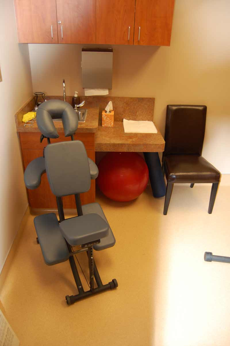bluestone-chiropractic-group-north-scottsdale-examination-room-3