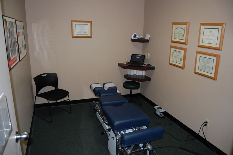 bluestone-chiropractic-group-south-scottsdale-office-examination-room-2