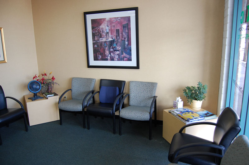 bluestone-chiropractic-group-south-scottsdale-office-waiting-room-2