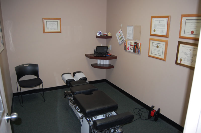 bluestone-chiropractic-group-south-scottsdale-office-examination-room